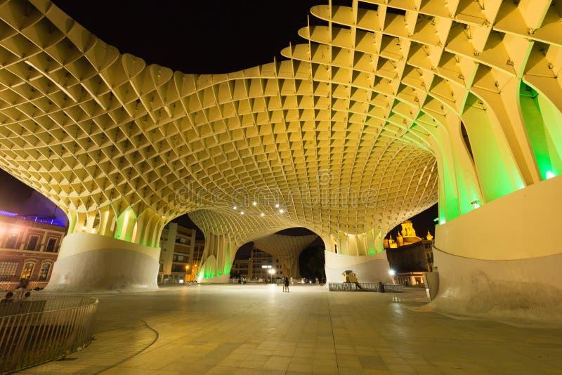 美丽的塞维利亚在晚上,现代建筑学是设计JÃ ¼ rgen梅厄, Metropol遮阳伞(教育机构de塞维利亚) 2018年6月 免版税库存图片
