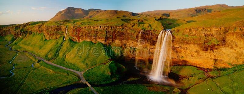 美丽的塞里雅兰瀑布瀑布在日落期间的冰岛 免版税库存照片