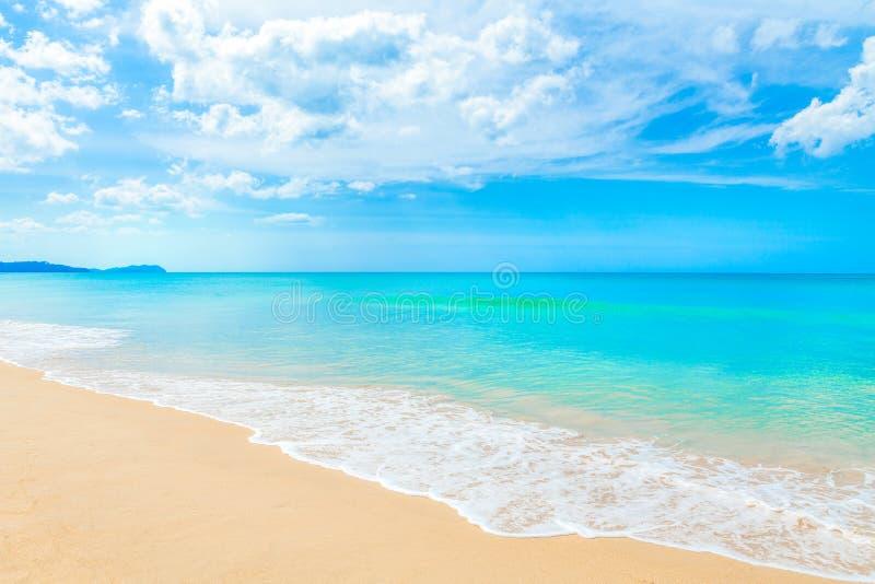 美丽的夏天海滩和热带海在Khao Lak攀牙Sou 免版税库存照片