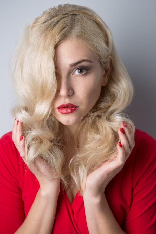 美丽的夜间女孩头发 免版税库存照片