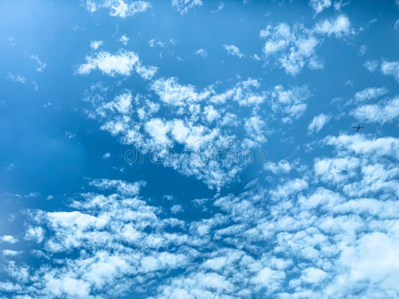 美丽的天空大气和积云 免版税库存照片