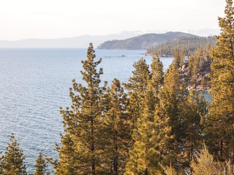 美丽的太浩湖风景看法  免版税库存照片