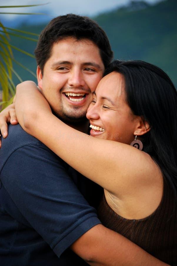 美丽的夫妇讲西班牙语的美国人 免版税库存照片