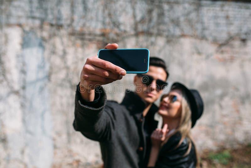 Download 美丽的夫妇年轻人 库存照片. 图片 包括有 户外, 亭亭玉立, 青年时期, 春天, 微笑, 图象, 场面 - 72354012