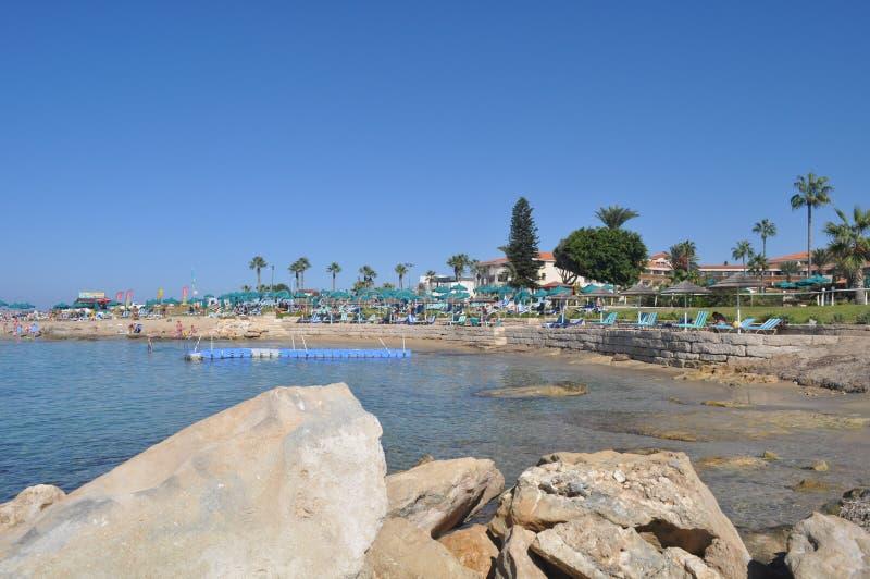 美丽的奥林匹克盐水湖手段海滩Pafos在塞浦路斯 免版税库存照片