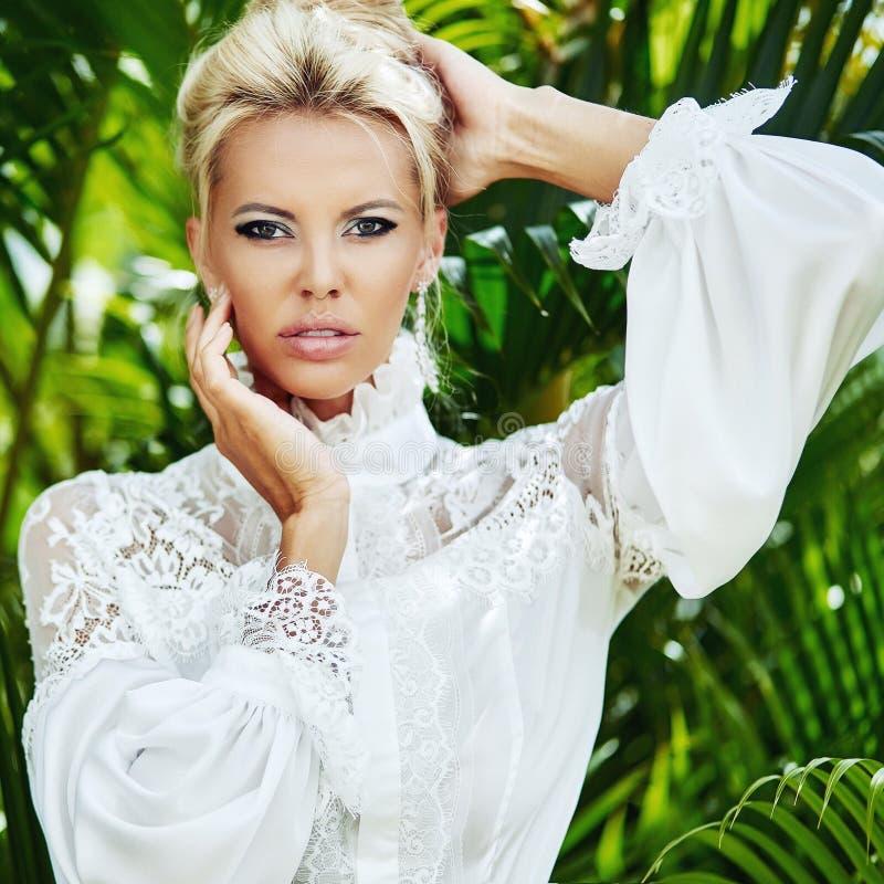 美丽的女人脸,化妆-近身肖像 免版税库存图片