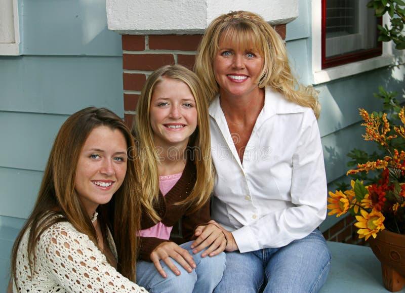 美丽的女儿母亲 免版税库存图片