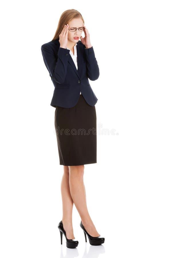 美丽的女商人有头疼。 免版税图库摄影