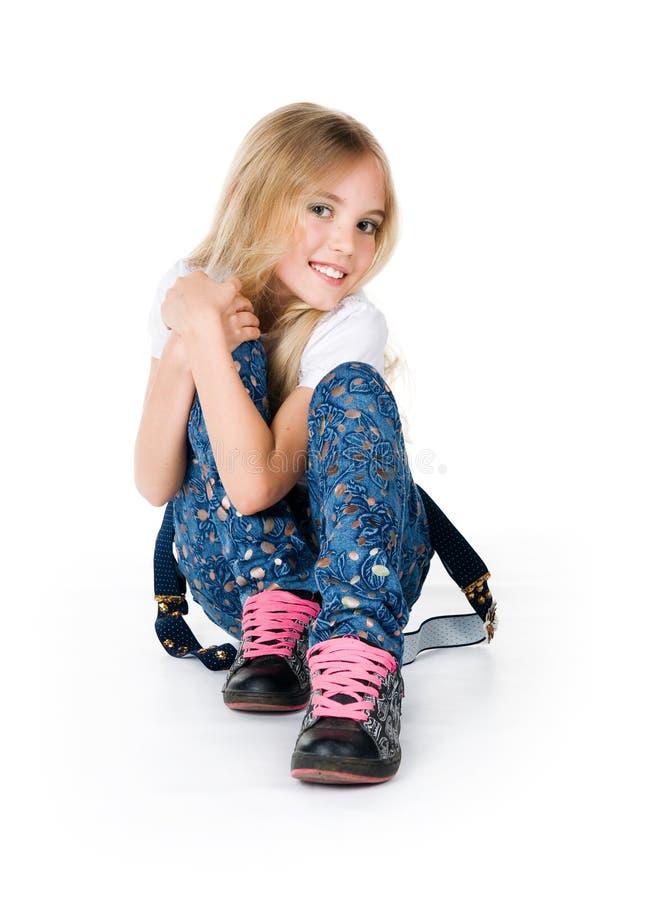 美丽的女孩一点坐 免版税库存图片