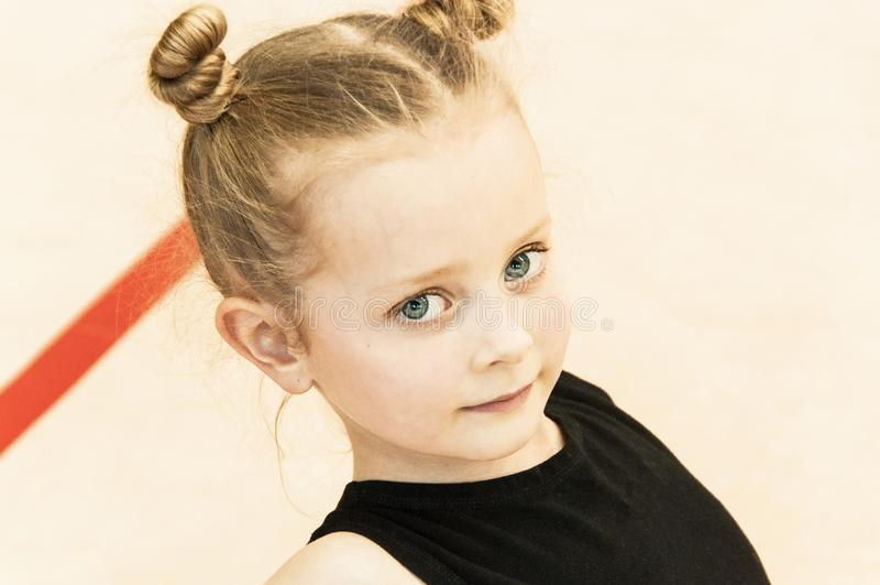 美丽的女孩体操运动员一点 库存图片