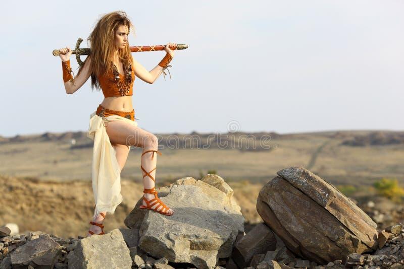 美丽的女孩剑 免版税图库摄影