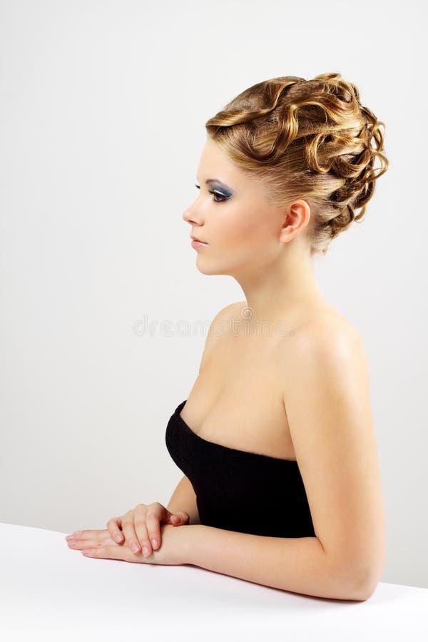 美丽的女孩发型纵向 图库摄影