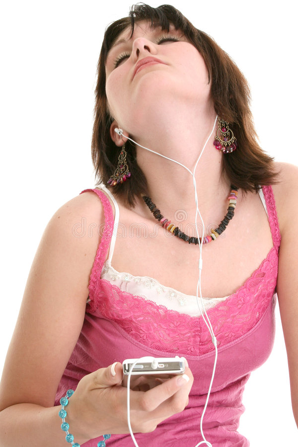 美丽的女孩听的音乐老十六对年 免版税库存照片