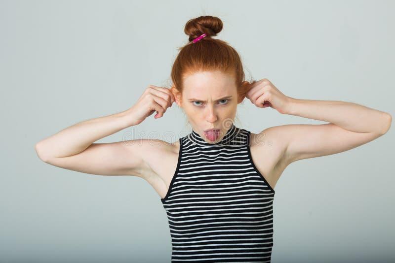 美丽的女孩头发红色年轻人 免版税图库摄影
