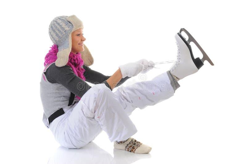 Download 美丽的女孩放置冰鞋 库存照片. 图片 包括有 女演员, 女孩, 愉快, 人们, 背包, 运动, 夹克, 逗人喜爱 - 22358502