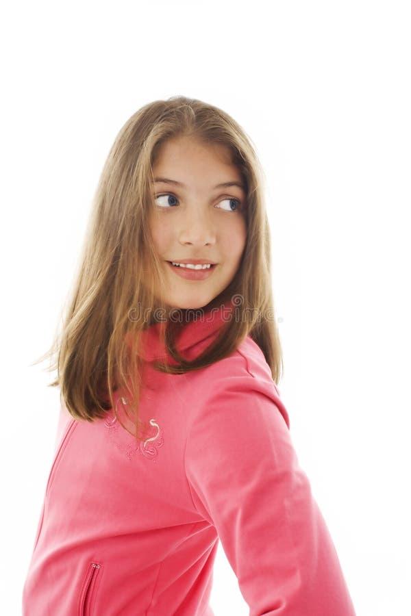 美丽的女孩查找在肩膀的她少年 免版税图库摄影