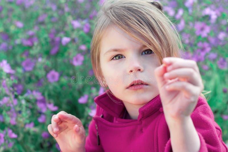 美丽的女孩特写镜头画象  中间o的小女孩 库存照片