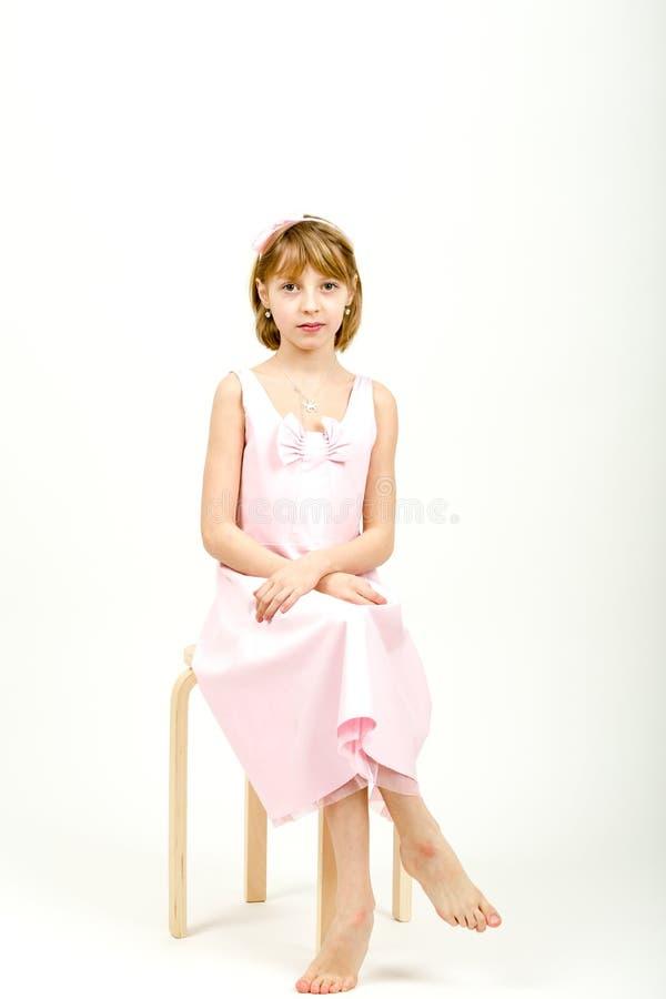 美丽的女孩纵向工作室年轻人 免版税库存图片