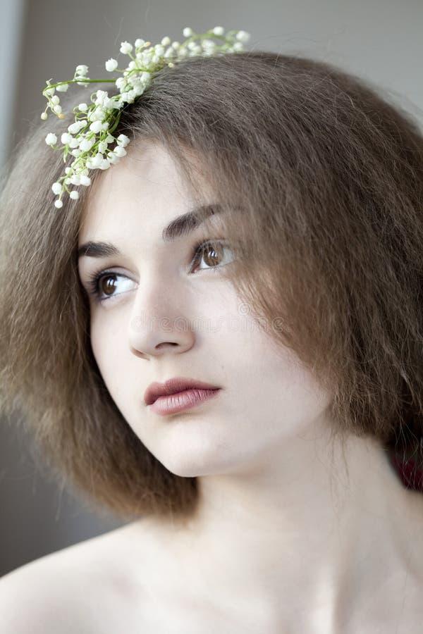美丽的女孩纵向浪漫年轻人 库存图片