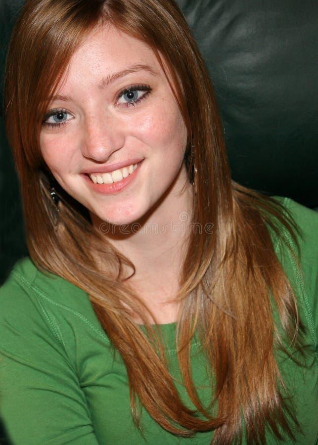 美丽的女孩纵向青少年的年轻人 免版税库存照片