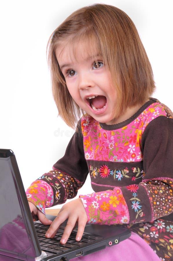 美丽的女孩膝上型计算机一点 免版税库存图片