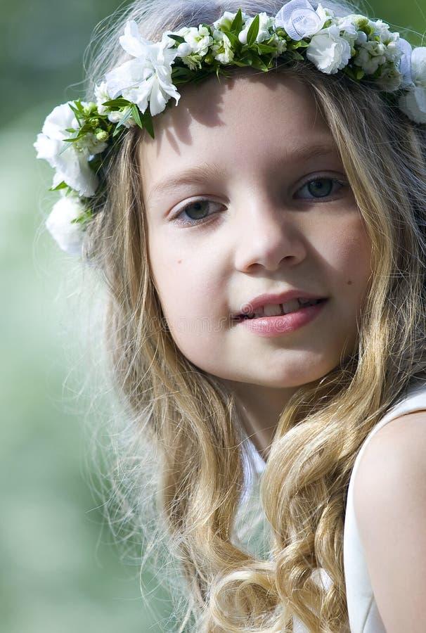 美丽的女孩花圈 图库摄影