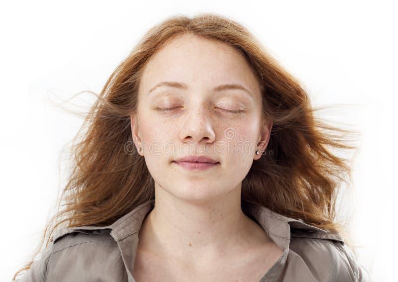 美丽的女孩面孔画象与眼睛的关闭了 免版税库存图片
