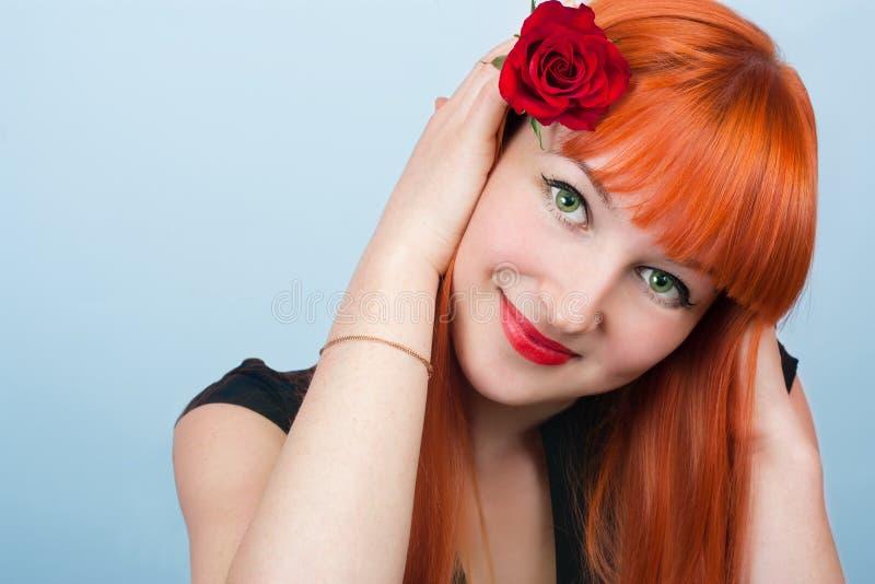 美丽的女孩头发的纵向红色 库存图片