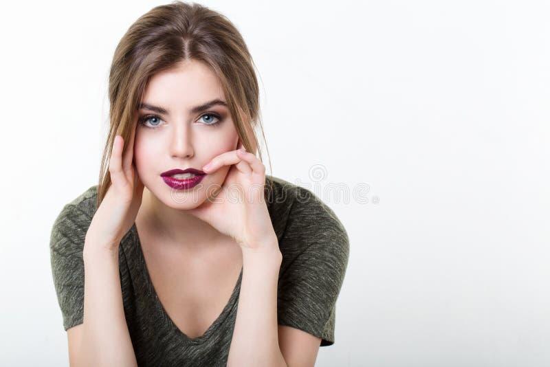 美丽的女孩画象有红色嘴唇的 库存图片