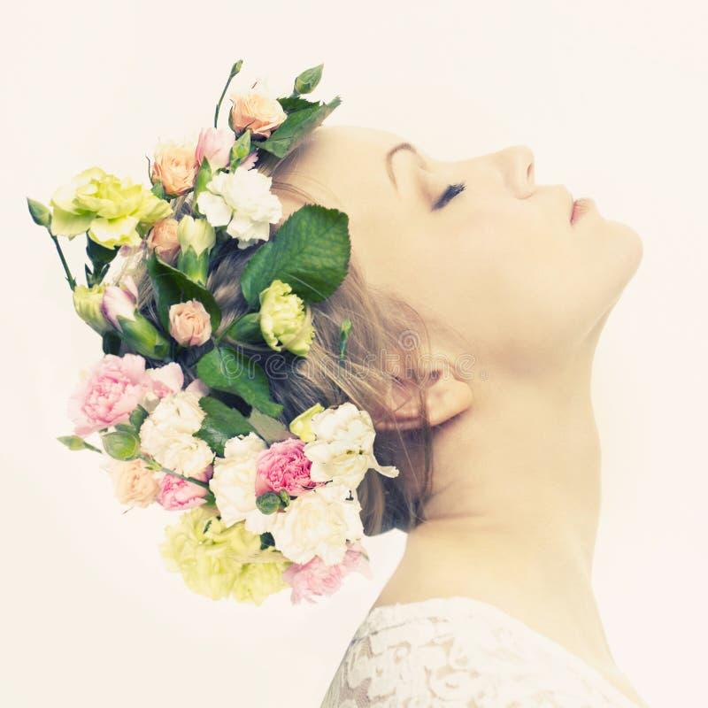 美丽的女花童年轻人 免版税库存照片