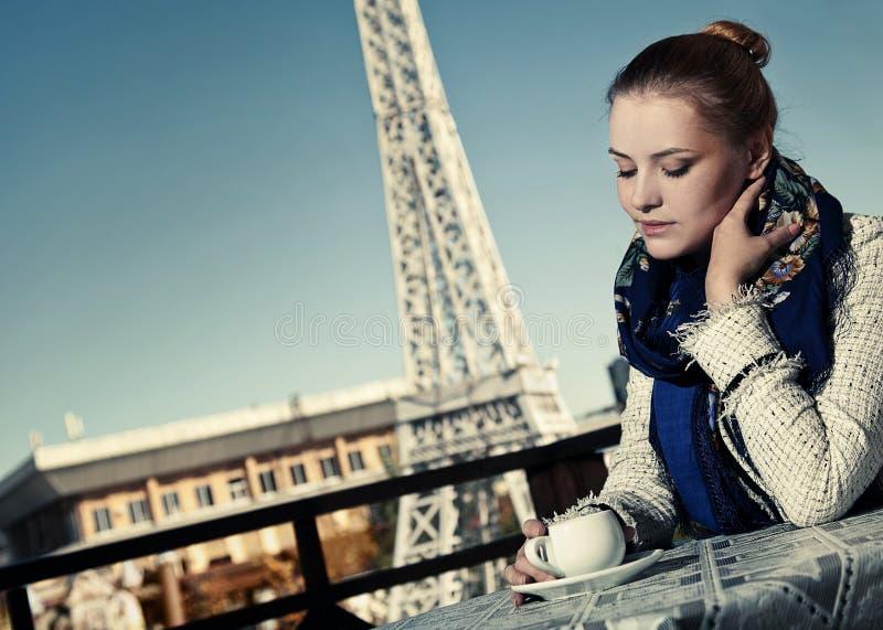 Download 美丽的妇女在cofee房子里 库存图片. 图片 包括有 beautifuler, 法国, 女性, 咖啡, 方式 - 22352091