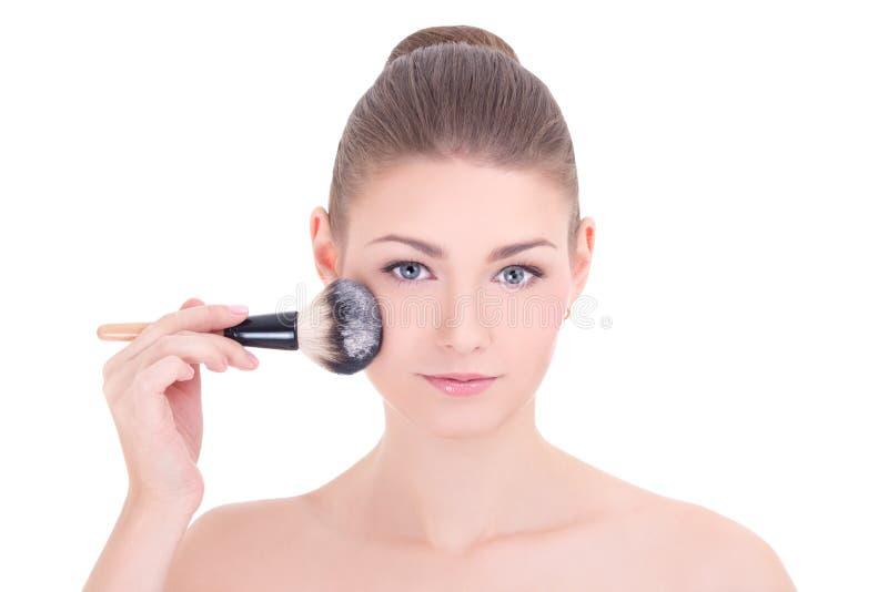 年轻美丽的妇女应用胭脂的或粉末与组成brus 免版税库存照片