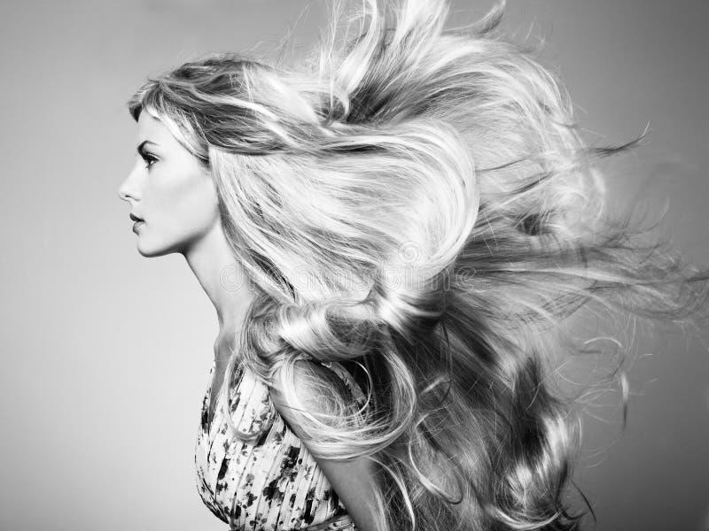 美丽的妇女照片有壮观的头发的 免版税库存图片