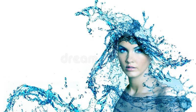 美丽的妇女用水。 免版税图库摄影