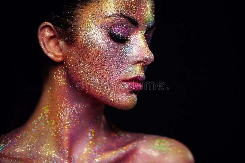 美丽的妇女画象有闪闪发光的在她的面孔 库存图片