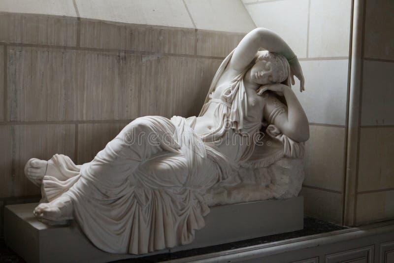 美丽的妇女的雕塑Valencay catle的。 免版税图库摄影