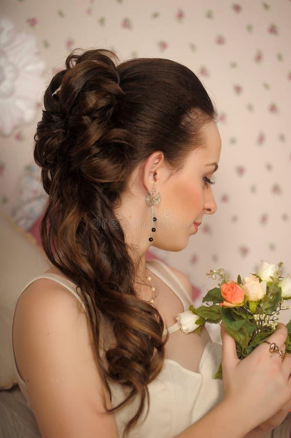 美丽的妇女的面孔有时尚发型的 图库摄影