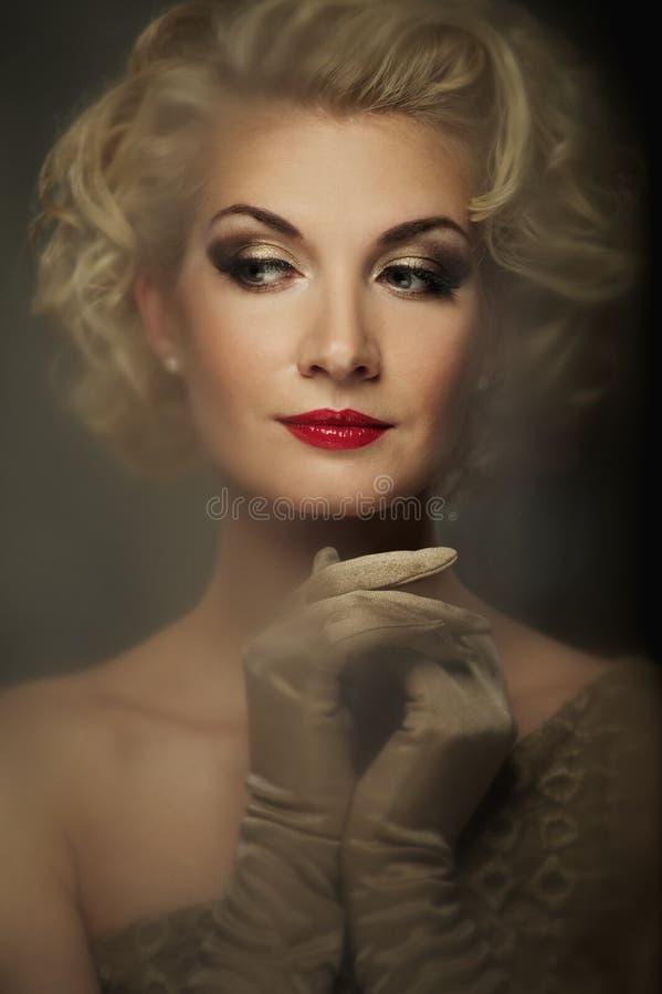 美丽的妇女纵向 库存照片