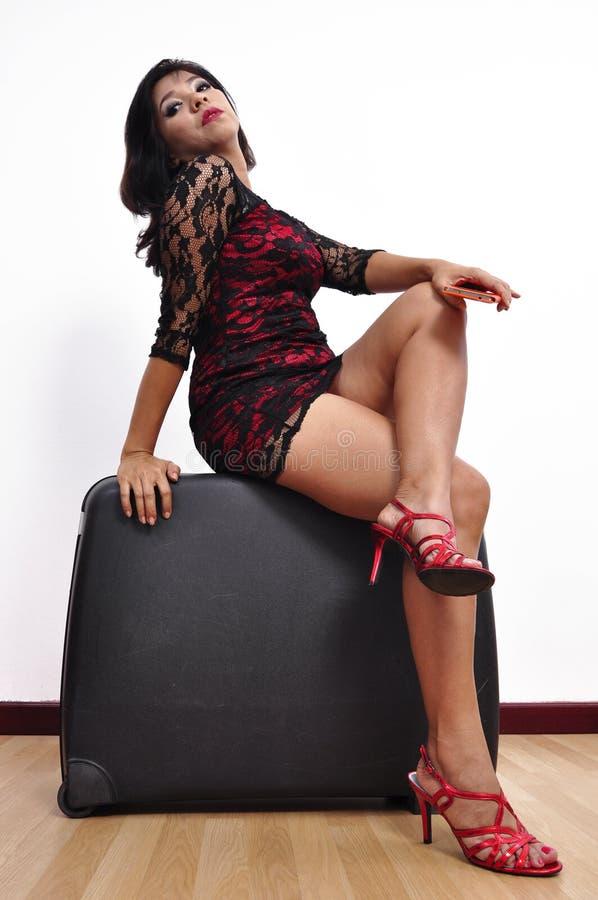 美丽的妇女高跟鞋鞋子坐盘的腿 图库摄影
