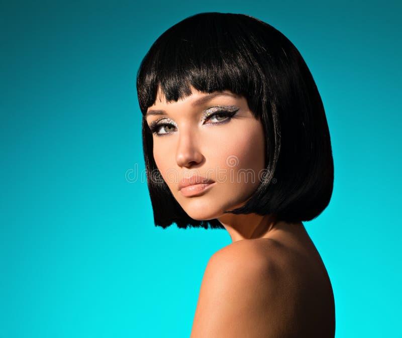 美丽的妇女画象有突然移动发型的 库存图片