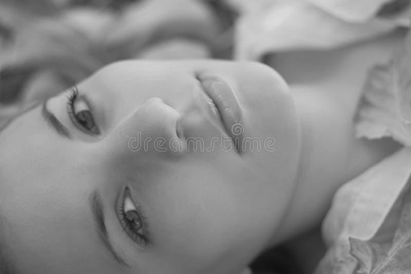Download 美丽的妇女 库存照片. 图片 包括有 表面, 成人, 青少年, 人们, 十几岁, beauvoir, glamor - 50538