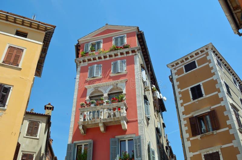 美丽的威尼斯式样式大厦罗维尼 免版税库存图片