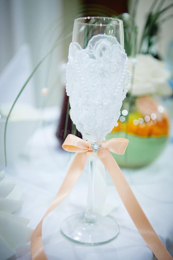 美丽的婚姻的玻璃用香槟 库存图片