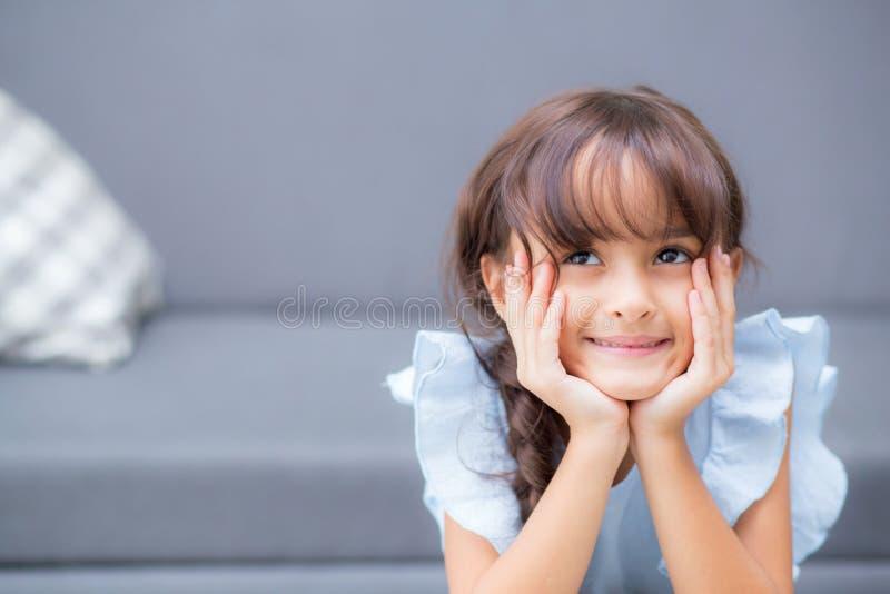 美丽的孩子,快乐儿童的姿态画象  免版税图库摄影