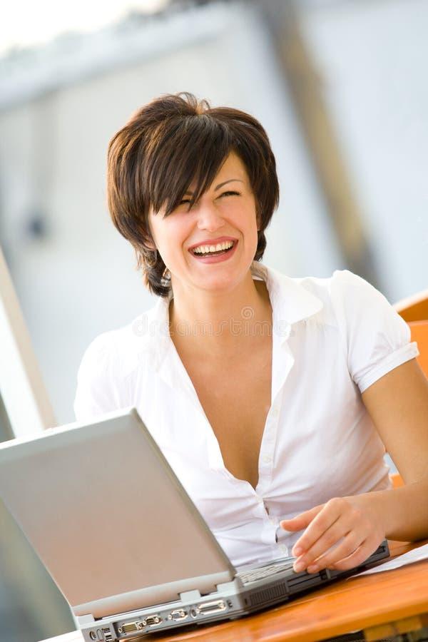 美丽的安排妇女工作年轻人 免版税库存照片