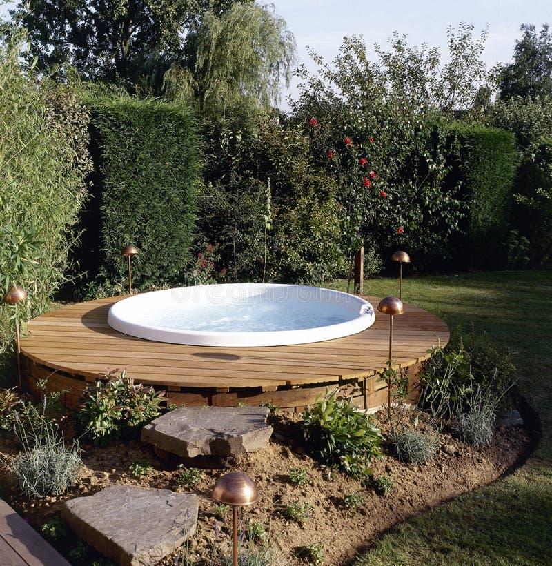 美丽的室外极可意浴缸 免版税库存图片