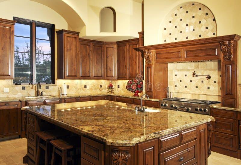 美丽的家庭厨房大现代 免版税库存照片