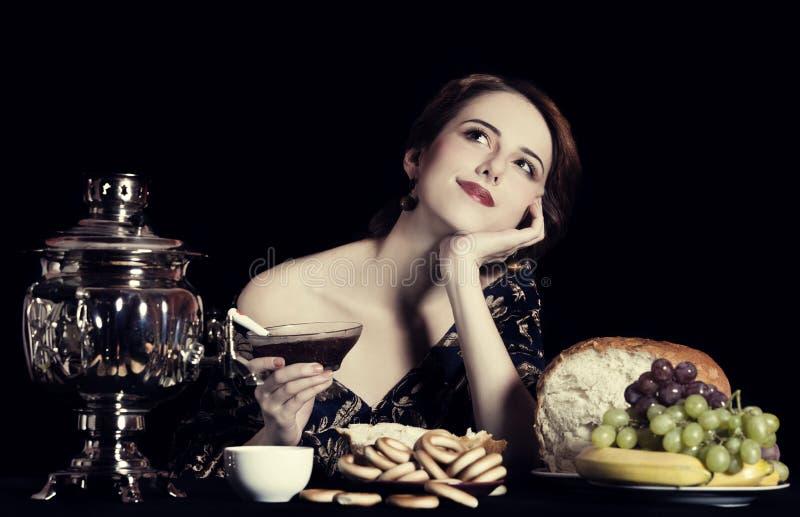 美丽的富有的俄国妇女纵向。 免版税库存图片
