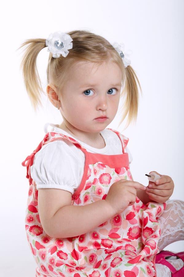美丽的小女孩被绘的钉子 图库摄影