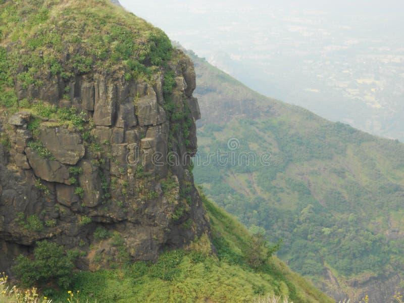 美丽的小山、水坝和山在印度 库存照片